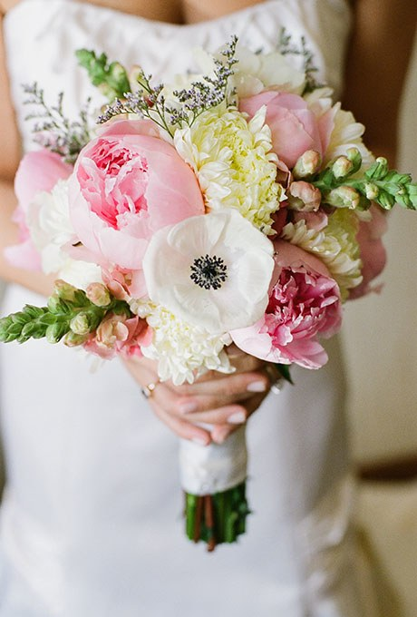 00000000000000000000000000002014_bridescom-Editorial_Images-06-Peony-Wedding-Bouquets-Large-Peony-Bouquet-Refresh-Emily-Steffen.jpg