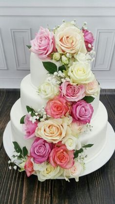 7d1b1304f0cec0bf6897e64d05528f74--real-flowers-wedding-cake.jpg