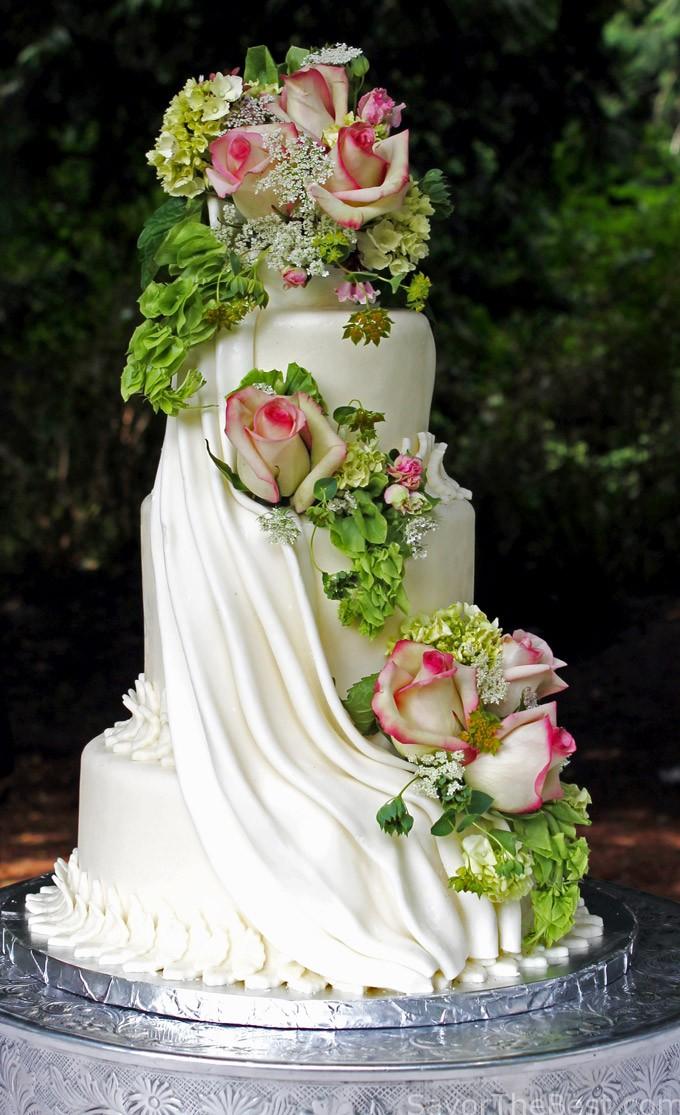 cascading-flowers-cake-design-1.jpg