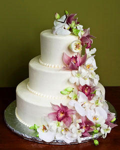flowers-for-wedding-cakes-projects-inspiration-11-wedding-cake-decorating-with-real-flowers.jpg