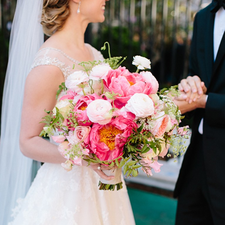 blogs-aisle-say-types-of-wedding-bouquets.jpg