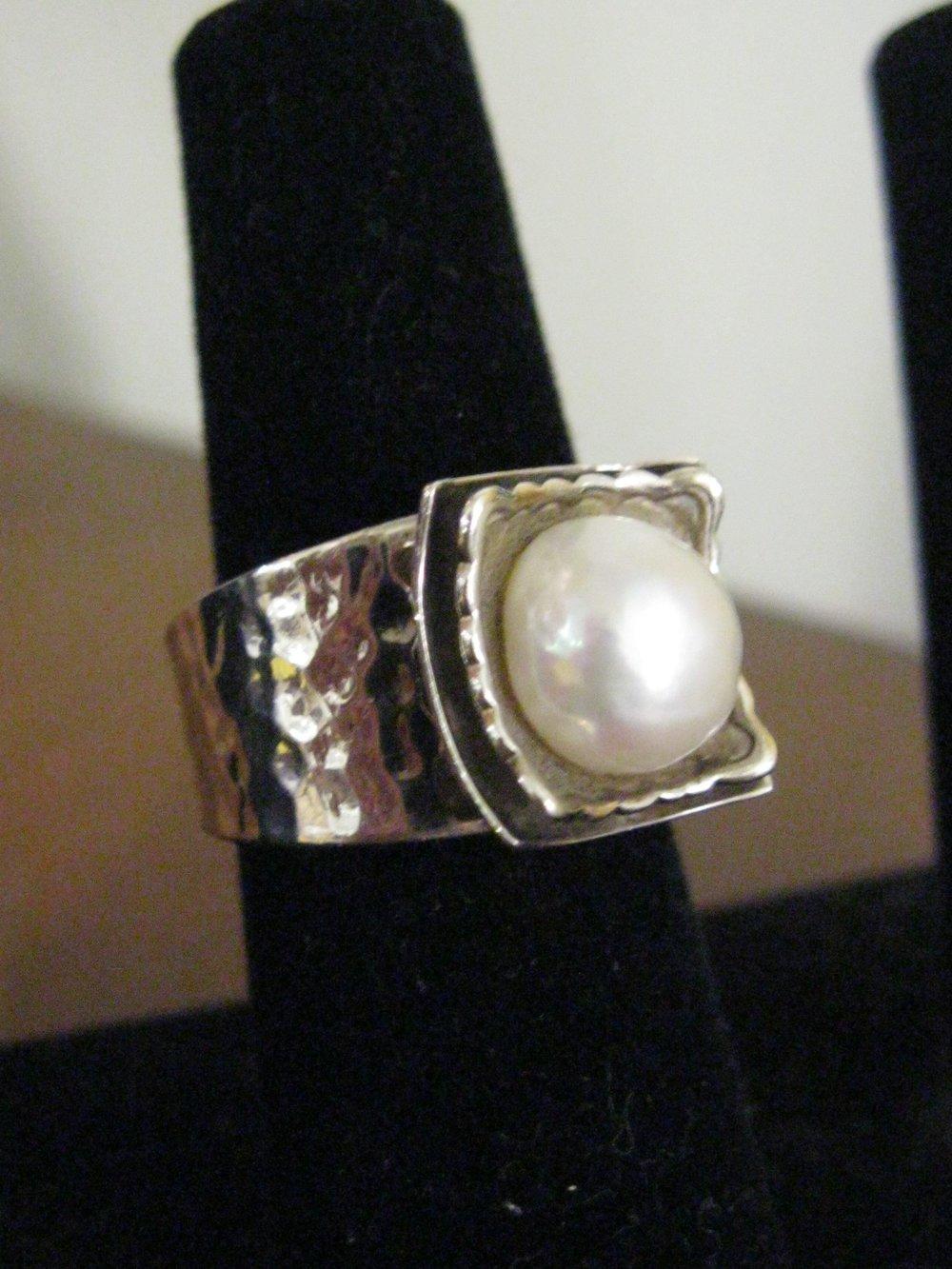 Silpada sterling/pearl ring
