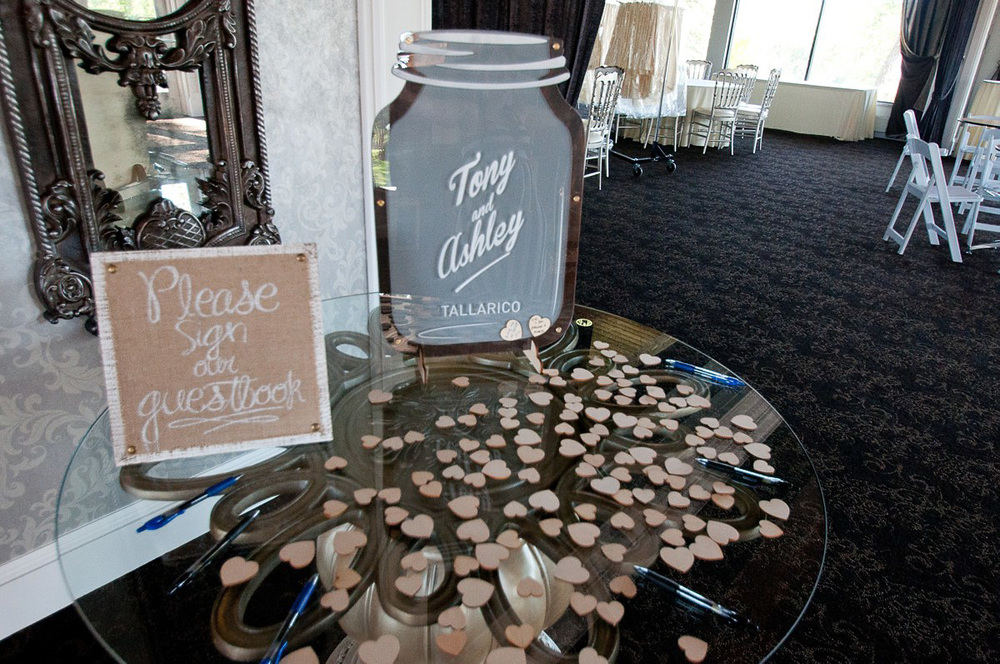 I loved this idea for Tony & Ashleys guest book! It's so creative and unique.
