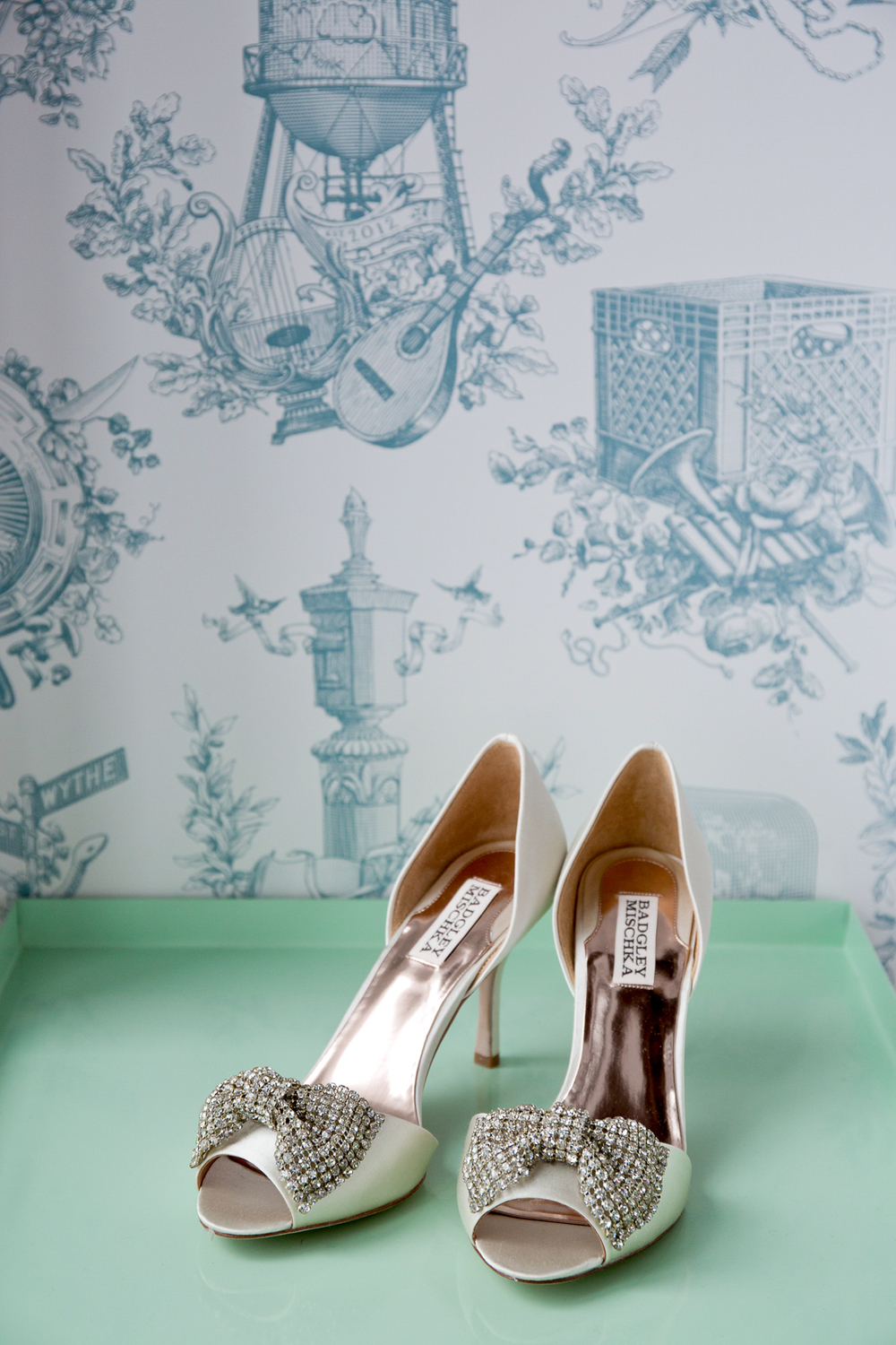 006_CarlyGaebe_SteadfastStudio_WeddingPhotography_NewYorkCity_Brooklyn_WytheHotel_Retro_HighHeels_BadgleyMischka_SequinBow_Bride.jpg
