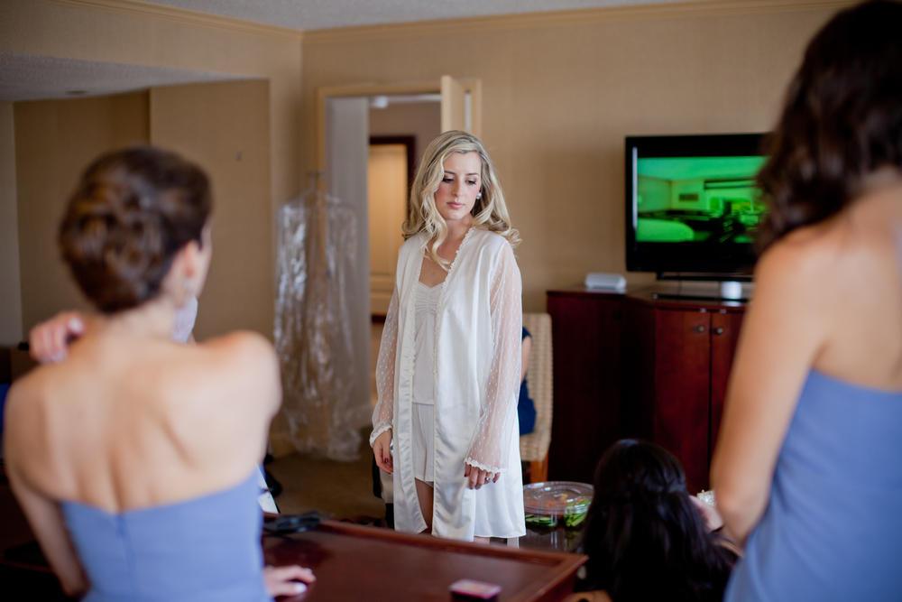 030_CarlyGaebe_SteadfastStudio_WeddingPhotography_Readyluck_Baltimore_Outdoors_HorseFarm_Fall_Bride_GettingReady.jpg