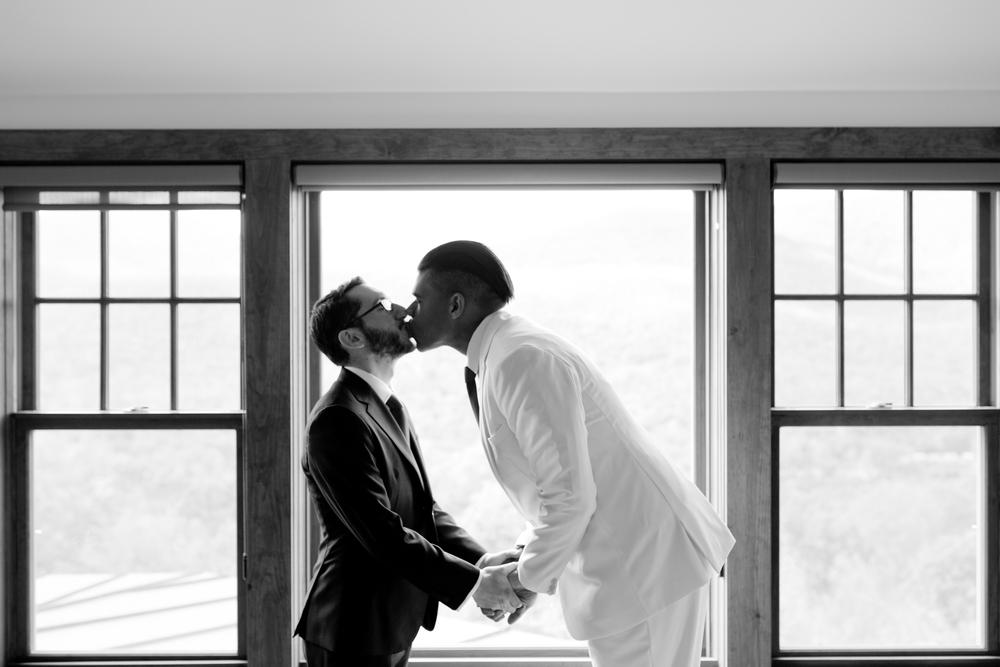 047_CarlyGaebe_SteadfastStudio_WeddingPhotography_Fall_Autumn_Foliage_UpstateNewYork_Gay_Biracial_OnteoraMountainHouse_HudsonValley_Grooms_Rustic_BlackandWhite.jpg
