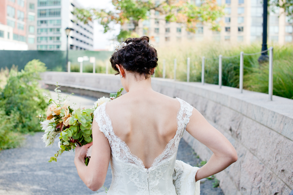057_CarlyGaebe_SteadfastStudio_WeddingPhotography_Readyluck_NewYorkCity_Brooklyn_LongIslandCity_GantryStatePark_EastRiver_Waterfront__Fall_AltaModaBridal_Bouquet_Bride.jpg