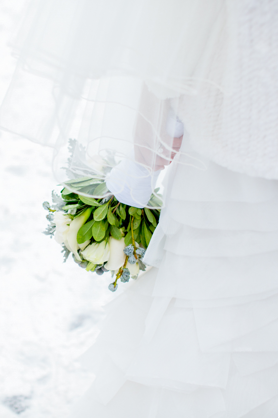069_CarlyGaebe_SteadfastStudio_WeddingPhotography_NewYorkCity_CentralPark_Winter_Romantic_Snowing_Bride_Bouquet_Ring.jpg