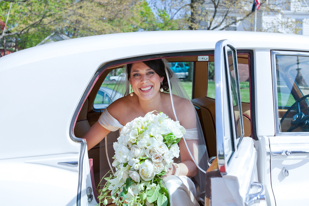 081_CarlyGaebe_SteadfastStudio_WeddingPhotography_Church_NewJersey_Bride_VintageCar_Bouquet.jpg