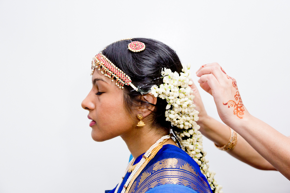 088_CarlyGaebe_SteadfastStudio_WeddingPhotography_NewYorkCity_Queens_Hindu_GaneshTemple_Indian_Bride_JasmineFlowers_Hair.jpg