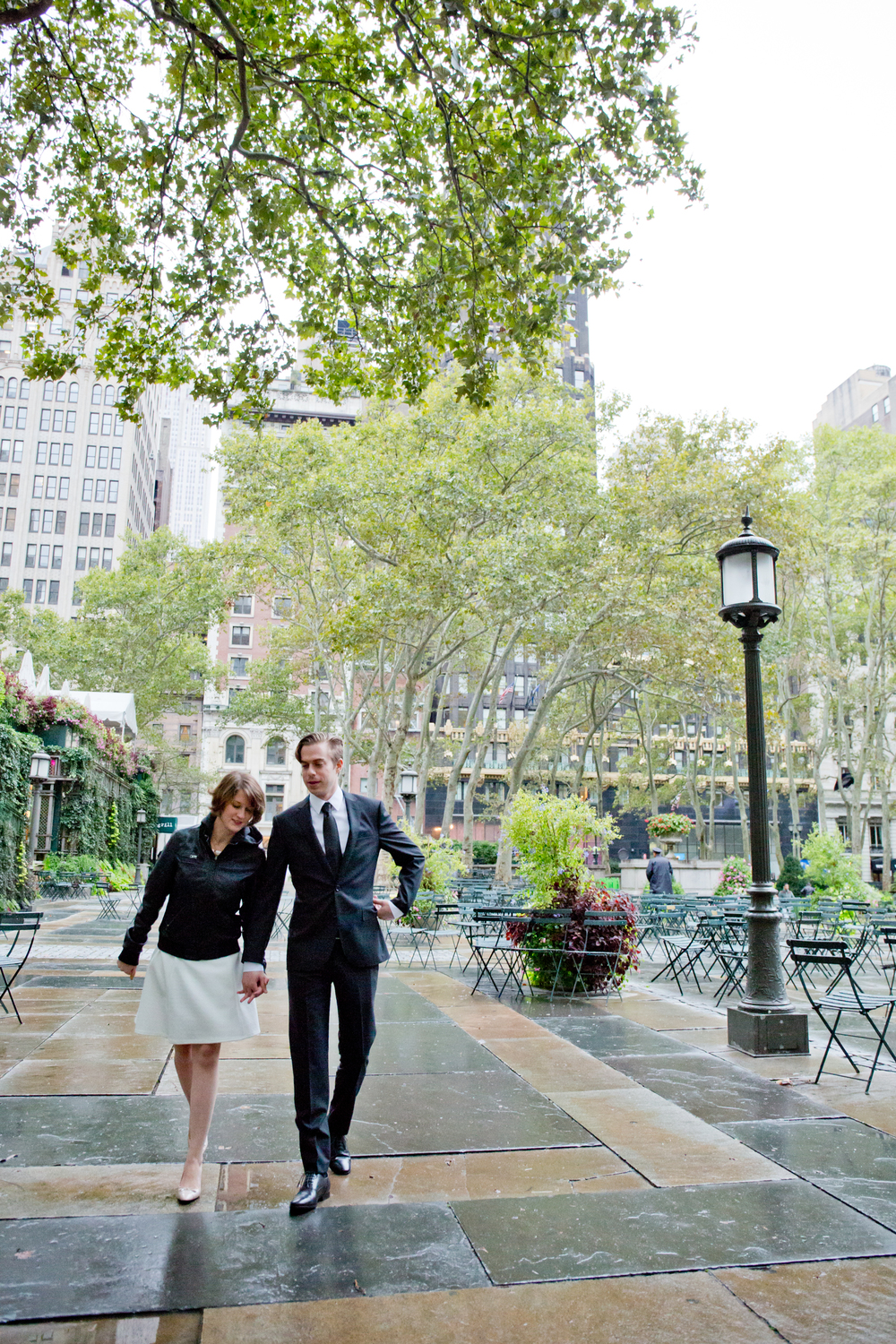 122_CarlyGaebe_SteadfastStudio_WeddingPhotography_NewYorkCity_Manhattan_BryantPark_PublicLibrary_Bride_Groom_Rainy.jpg