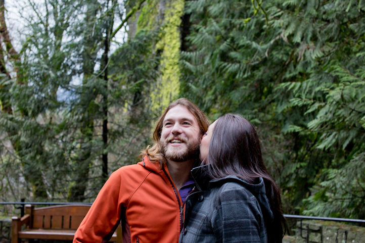 02_CarlyGaebe_SteadfastStudio_EngagementPhotography_Portland_Oregon_PacificNorthwest_MultnomahFalls_Waterfall.jpg