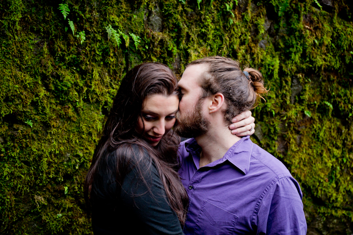 20_CarlyGaebe_SteadfastStudio_EngagementPhotography_Portland_Oregon_PacificNorthwest_MultnomahFalls_Waterfall.jpg