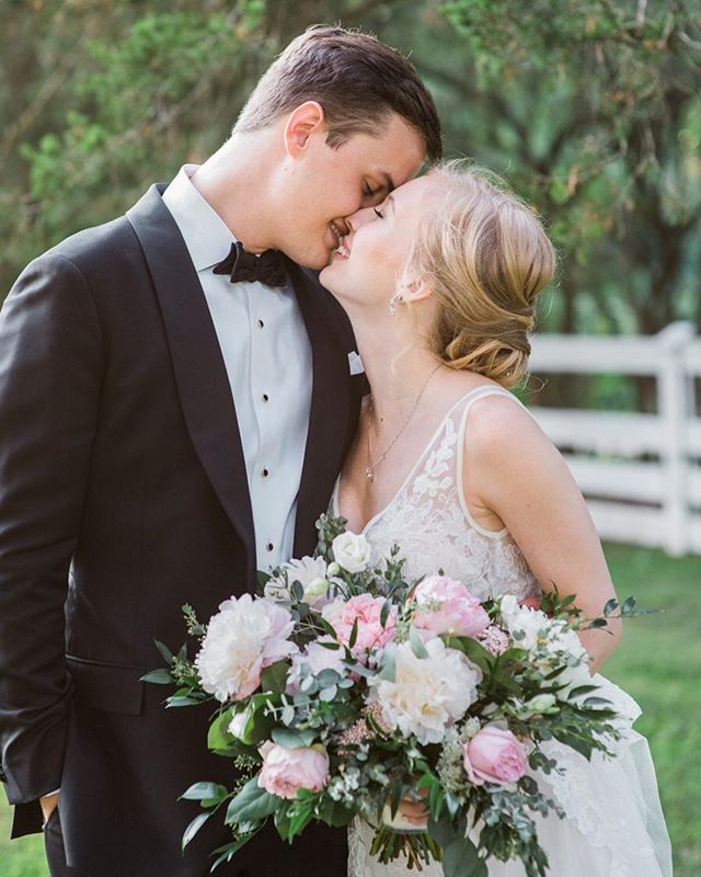 We are DYING 😍 Meg + Lee's wedding on Saturday was drop dead gorgeous and we have all the heart eyes over the sneak peeks from @lissa_ryan!! @lauren_gingerandblooms killed that bouquet 😍🙌🏻