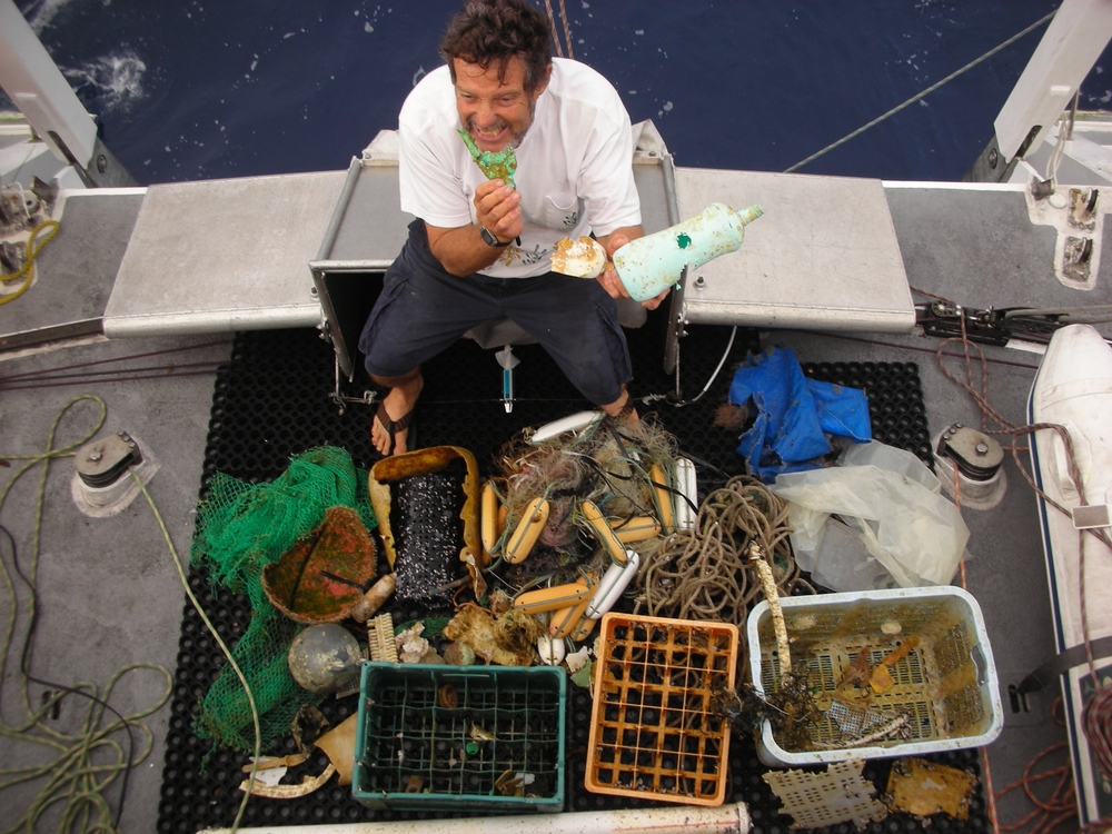 2008_north_pacific_gyre_charlie_sea_debris_hi_res (2).JPG