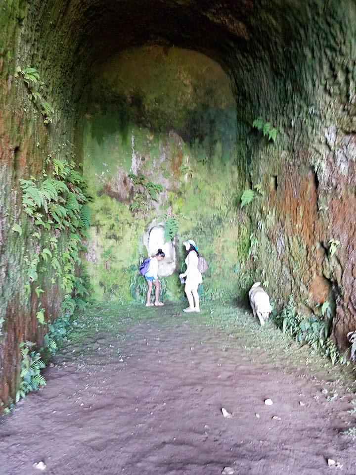 Robinson Crusoe cave.jpg