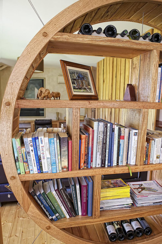 Bookshelf_3393.jpg