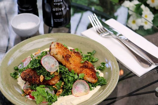 We couldn't leave the chicken cotoletta out of American Express Restaurant Month.  Chicken cotoletta, kale, walnut & goddess dressing is one of the $40 2 course dinner options - divine with the Nautilus Estate Chardonnay.  Available now until 31 August. Book now.  #restaurantmonthakl #britomart