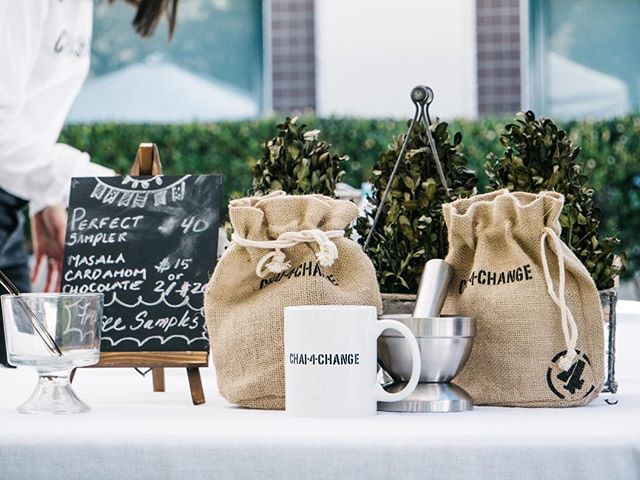 Christmas wouldn't be complete without a perfect sampler set! Put a bow on it and place it under the tree🌲! #christmas #gifts #chai4change