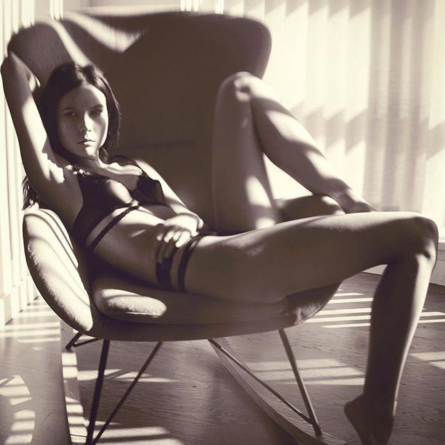 missing those #summer days, #naturallight #portrait @azaleajeanette #lingerie