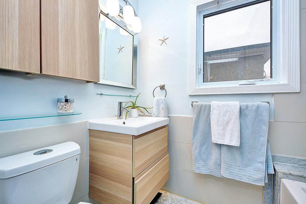 020bathroom.jpg