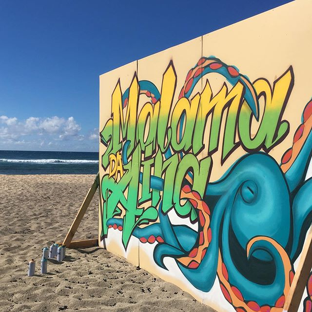 Malama da Aina 🌴 Protect our Land 🌴🤙🏽 Epic day painting with @said_808 who set up this wall on the beach for us. Surrounded by Hawaii sun, mountains, sea and a deserted beach 🤩🤯 Great crew with the fams ❤️ Thanks @camer1sf 😊🙏 #hawaiistreetart #hawaiiart #urbanartworld