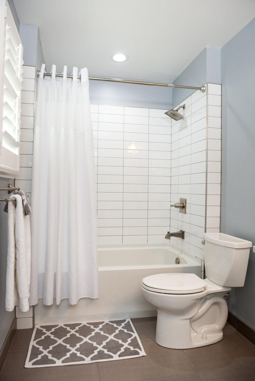 17_Guest Bath.jpg