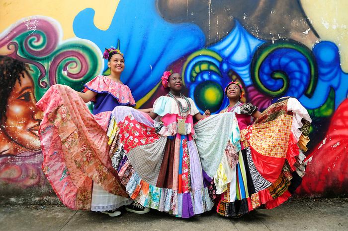 Pollera Conga Festival participants in Portobelo.