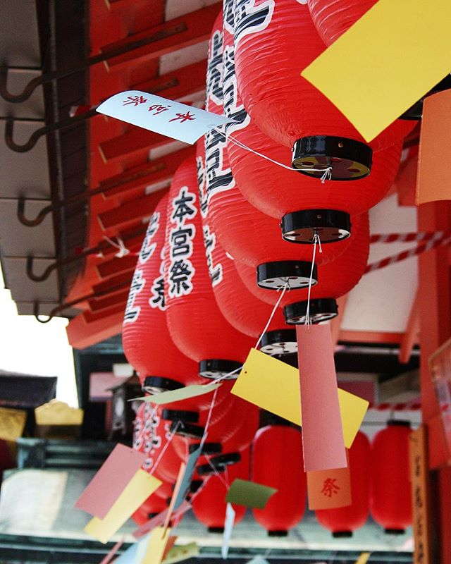 We could all use a little color today to help get through the rest of the week. These beautiful lanterns we found in Japan at the Fushimi Inari-taisha (伏見稲荷大社) were so bright.