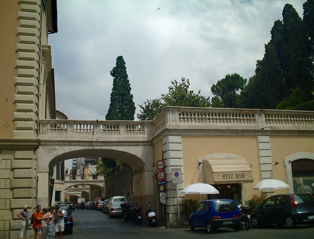 Bridges from Palazzo Colonna to the gardens behind