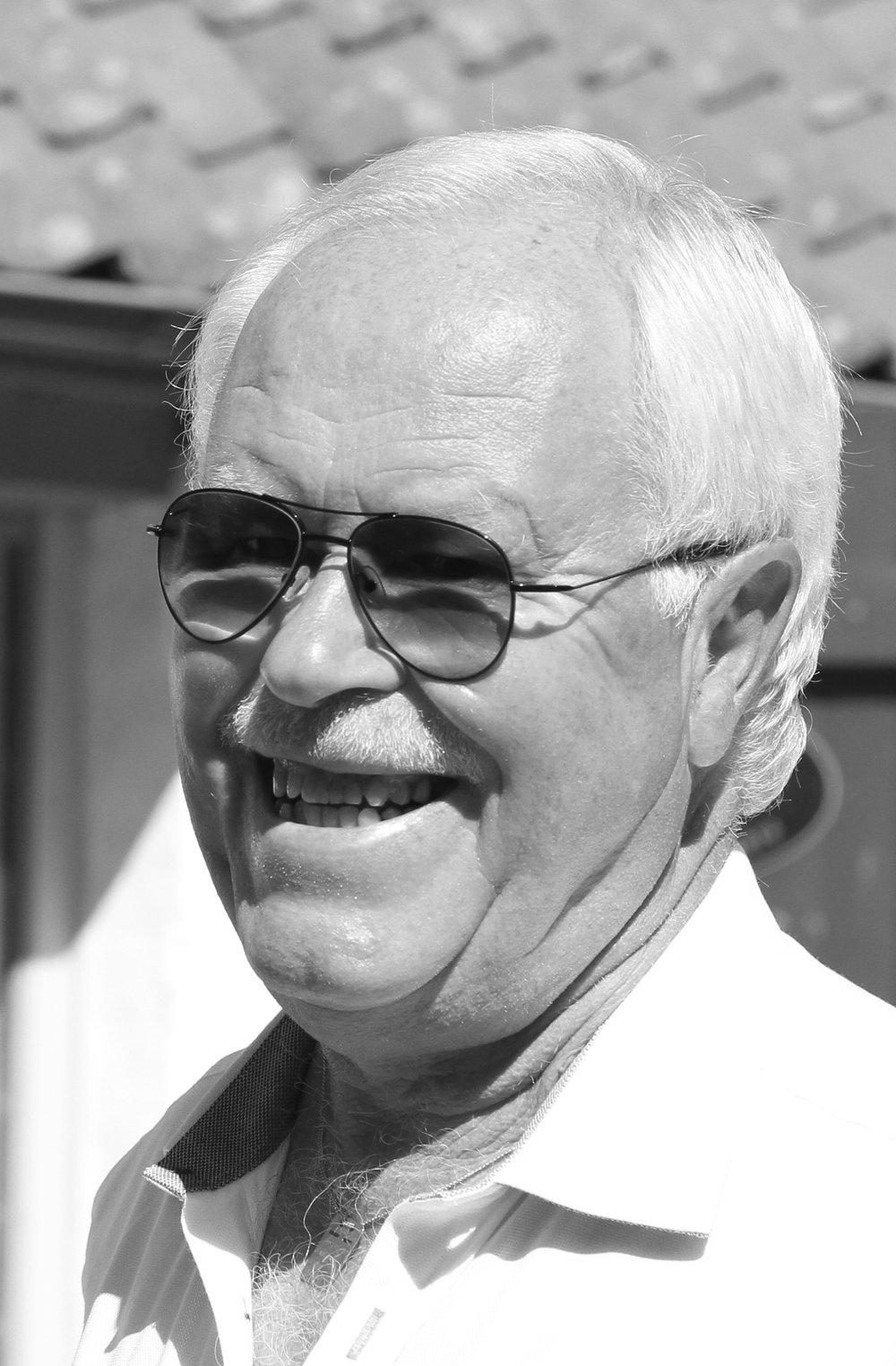 Björn Sahlsten  Medlem i klubben sedan 1979 och har under drygt 30 år varit en uppskattad ideell kraft och aktiv i klubbens verksamhet på många olika positioner. Björn har bl.a. varit styrelseledamot i totalt 15 år, suttit med i ban-, herr-, marknads-, medlemskommittén och ansvarig för klubbens golfvärdar.