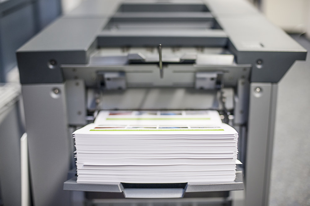 Druckausgabe am Farbdigitaldrucksystem Konica Minolta bizhub press C1085