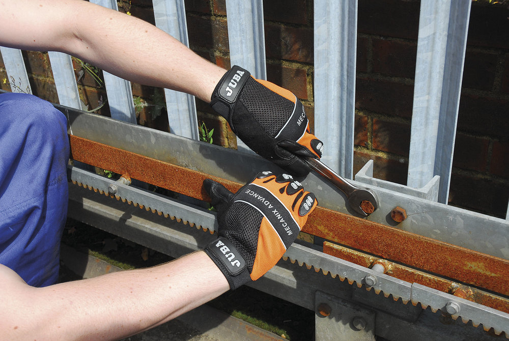 Greenham_Gloves_Fixing_Gate.jpg
