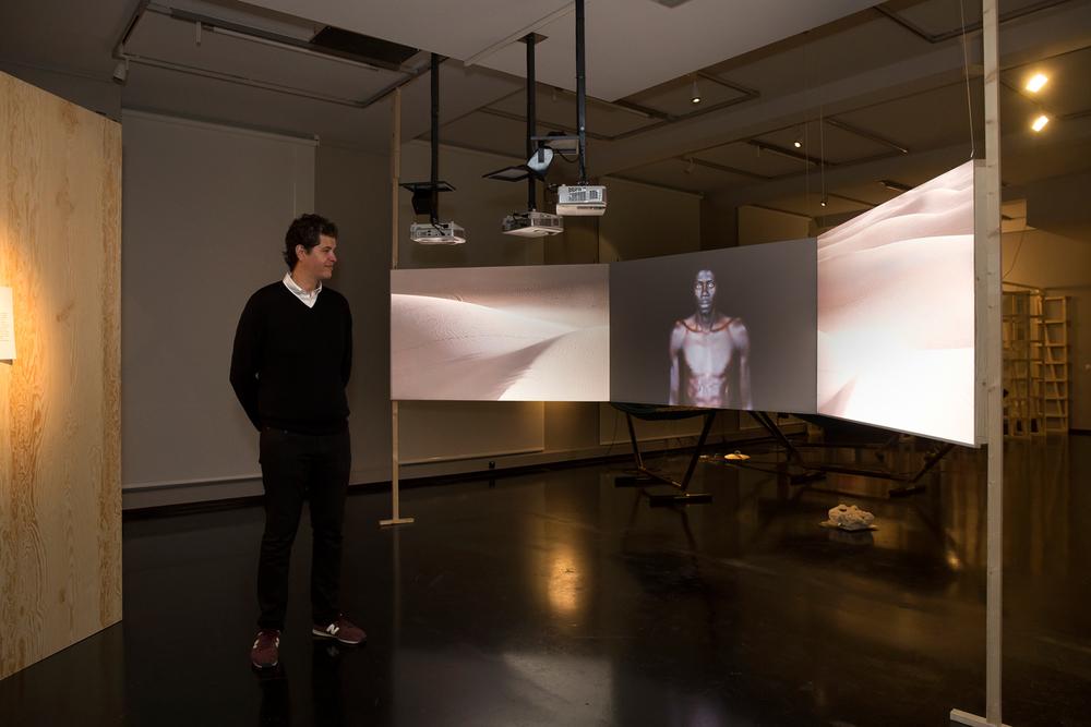 Soulaimane Belhassan-Alaoui next to Leila Alaoui's work at GRASSI Museum für Völkerkunde / 2016 / Copyright Sandra Neuhaus