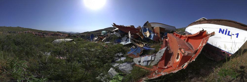 Bootswracks, die an der Nordküste von Lesbos angespült wurden