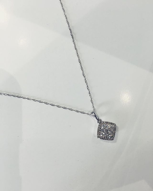 Cluster diamond designs can often provide an extra glimmer to your look. Try our 0.20ct total piece in store. • • • • #diamond #necklace #cluster #design #jewellery #fashion #womenstyle #girlsfashion #style #gold #star #jewellers #clusterdiamonds #giftideas #inspiration