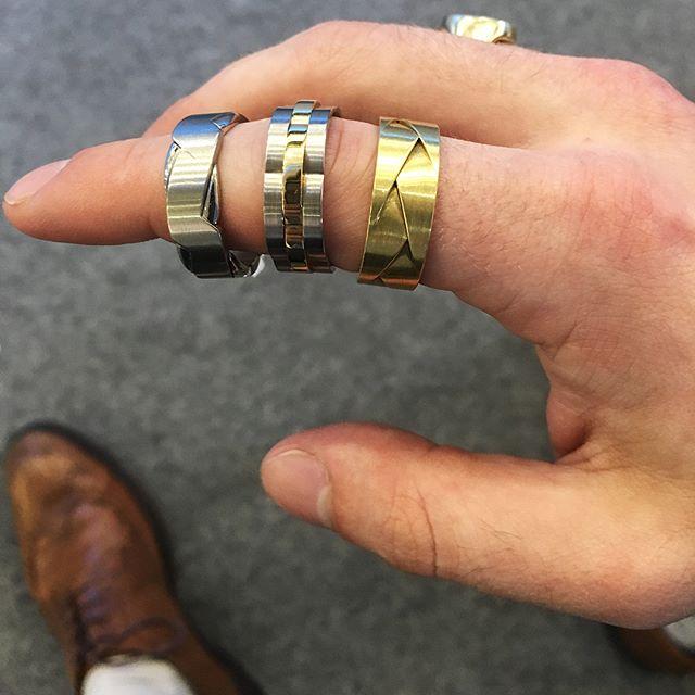 Gents wedding bands like no other. @furrerjacot_uk always focus on the sophisticated style! • • • • •  #star #jewellers #furrerjacot #weddingrings #wedding #groom #bridal #love #celebration #hattongarden #bridemagazine #forhim #giftideas #precious #swissmade #london #jewellery #mensjewellery #mensfashion #fashion #mensrings #gold #platinum #palladium #carbon #diamonds