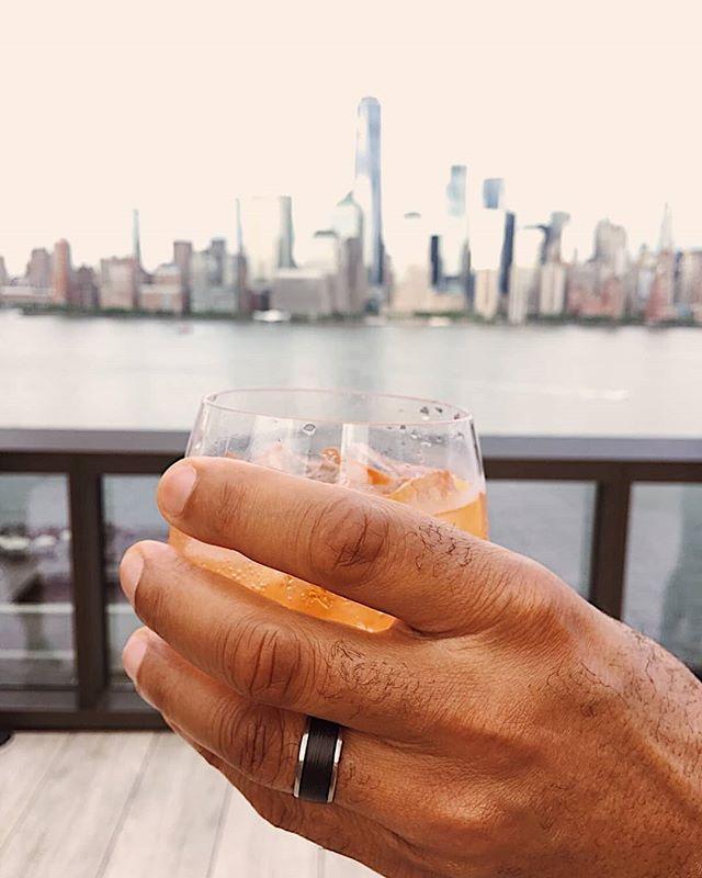 Cheers to Summer Fridays with this stunning @furrerjacot_uk carbon ring! 😍💎 #furrerjacot #carbon #wedding #groom #bride #hattongarden #fashion #mensfashion #jewellery #star #jewellers #platinum #diamonds #view #swissmade #love #london #london #weddingrings