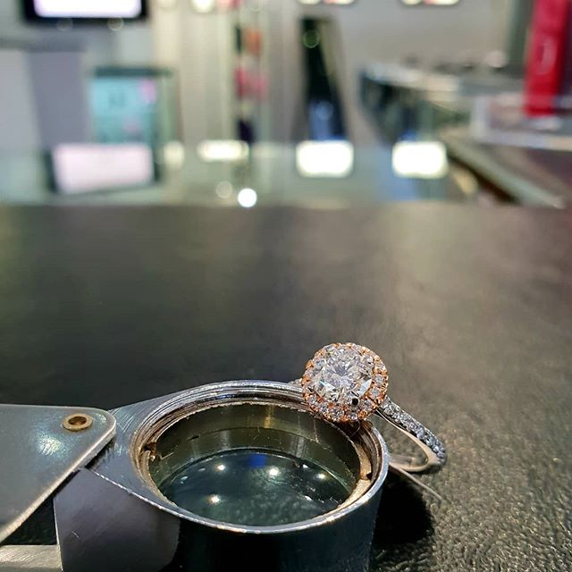 A halo of diamonds adds that extra bit of sparkle to any ring!😇💎• • • • • #diamonds #jewellery #london #hattongarden #fashion #elegant #sparkle #trending #shesaidyes #starcorner #starjewellers #love #haloring #giftsforher #engagementring #platinum #gold #bespoke #proposal #engaged