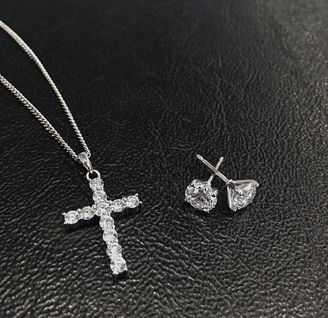 It's not too long until Valentines Day... 😉 Need some Diamond inspiration? Check these out ☝️ ⠀ ⠀ ⠀ #Diamonds #Jewellery #London #HattonGarden #StarCorner #Elegant #Sparkle #Trend #Trending #GiftIdeas #GiftInspiration #Gifting #GiftsForHer #Inspiration #Ideas #LondonJewellery #Love #ValentinesIdeas #ValentinesDay