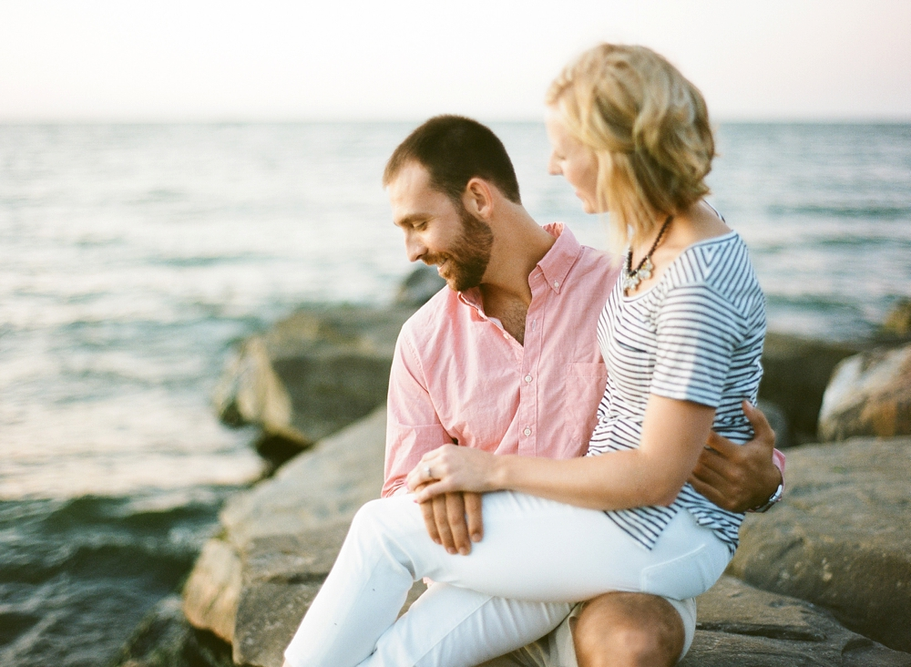 East 9th Pier Downtown Cleveland Engagement_0012.jpg