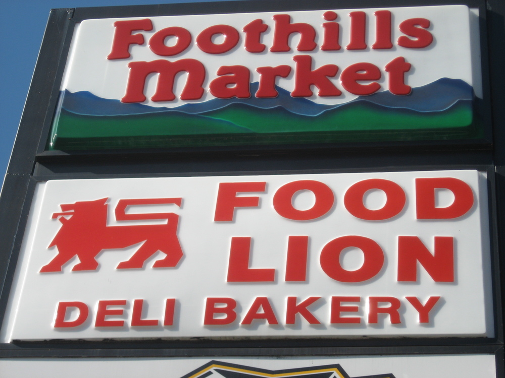 FoothillsMarket3.JPG