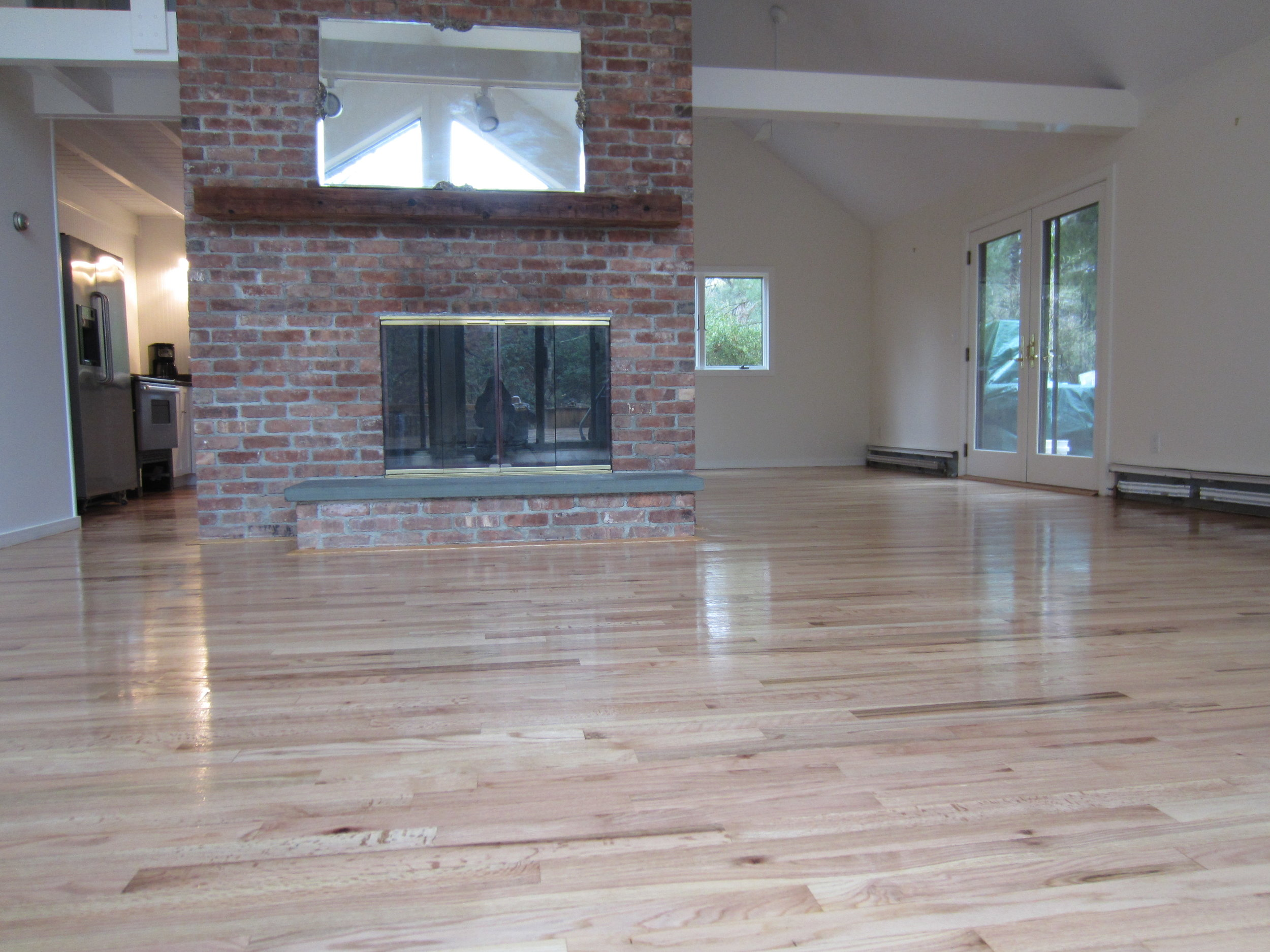OIL BASED VS WATER BASED POLYURETHANE — Valenti Flooring