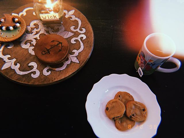 Today's mood: cookies, earl grey, evergreen candle while reading kindle books half-dead on the couch.