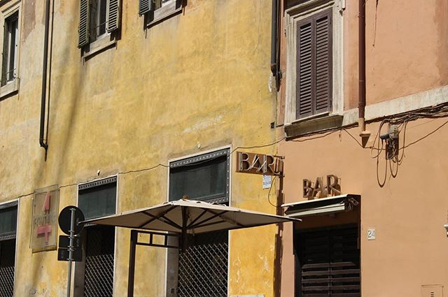 Bar. . . . . #Explore #Rome #City #Roma #Italia #Italy #Colourful #Buildings #Orange #Yellow #ItalianArchitecture #CanonPhotography #Canon700d #Travel #Travelphoto