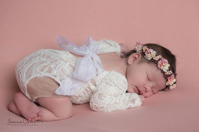 Oh my gosh she's just so gorgeous! ♡ . Another sneak peek of this adorable 12 day old little girl! ♡ . Romper from Dee's baby chic prop shop and Headband from Baby Bliss Props (All Rompers and headbands (up to 14 days old newborn) and props supplied by me for sessions) . https://www.joannacleevephotographymidhurst.co.uk/ . @deesbabychicpropshop @babyblissprops