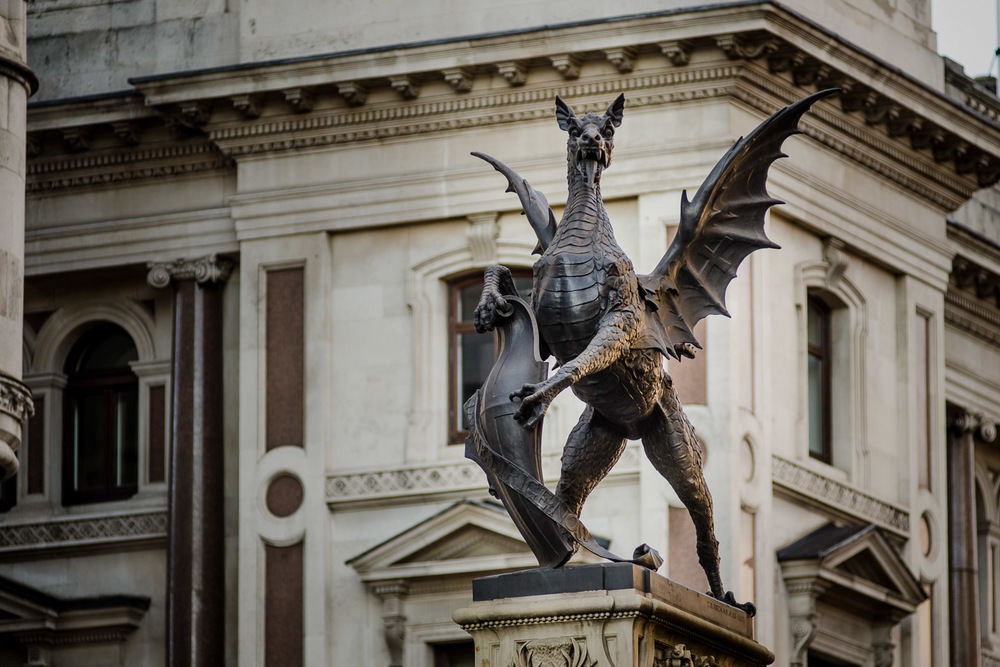 TEMPLE BAR MEMORIAL   Border Dragon - PHOTOGRAPHY : ALEXANDER J.E. BRADLEY - NIKON D7000 - NIKKOR 80  -200M  M F/2.8 @ 170  MM - F/2.8   - 1/5  00 - ISO 4  00