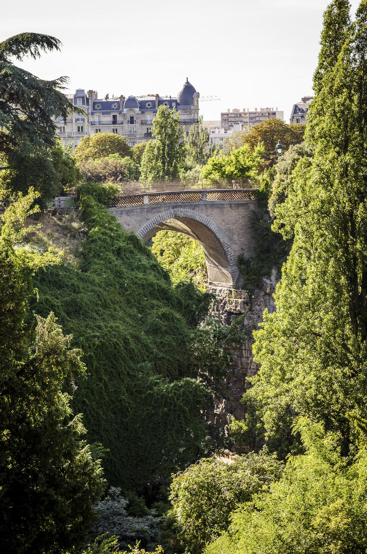 Parc des Buttes-Chaumont - Photography : Alexander J.E. Bradley - Nikon D7000 - Nikkor 24-70mm f/2.8 @ 60mm - F/4.5 - 1/320 - ISO:100