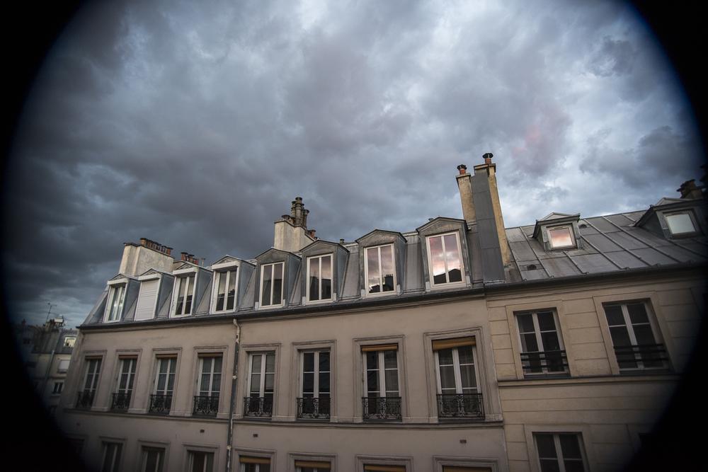 Quartier d'Aligre - PHOTOGRAPHY : ALEXANDER J.E. BRADLEY - NIKON D610 - NIKKOR 18-55MM F/3.5 DX @ 18mm in FX mode F/5 - 1/60 - ISO:800