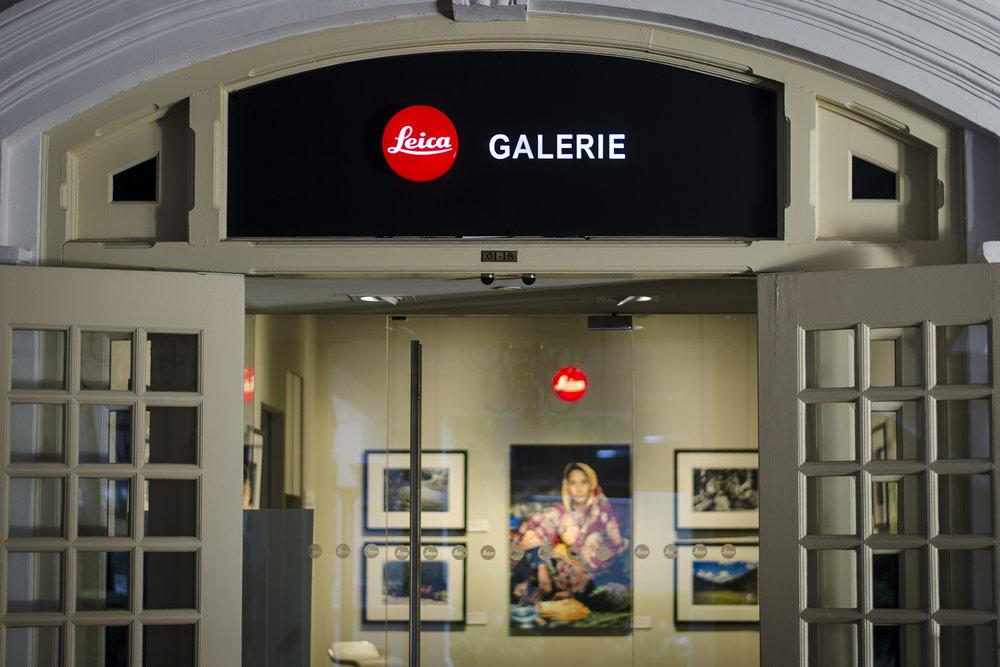 LEICA GALLERY @ RAFFLES HOTEL - PHOTO: ALEXANDER J.E. BRADLEY - NIKON D7000 - 50MM F/1.8 - F/1.8 - 1/80 - ISO 100